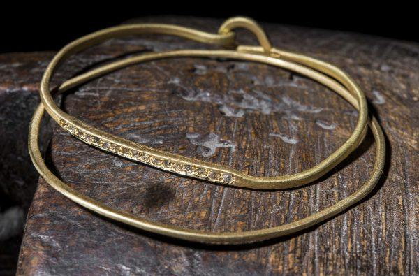 צמיד זהב 18k משובץ ביהלומים עתיקים