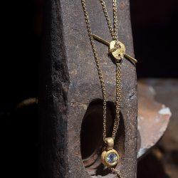 שרשרת כפולה עם תליון זהב 22k משובץ יהלום