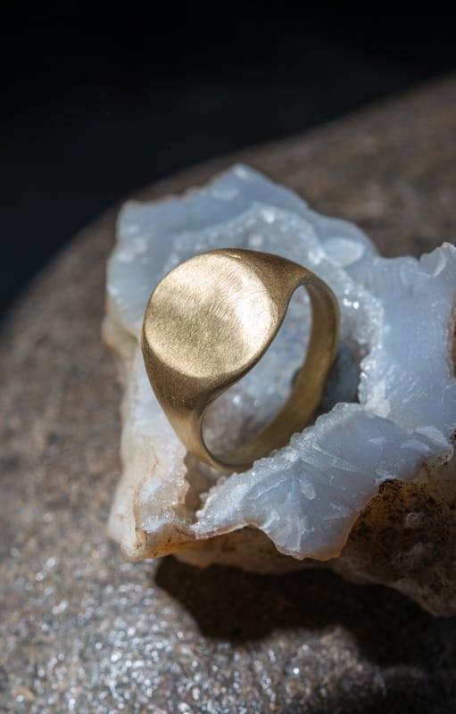 טבעת חותם אוולית זהב 18k