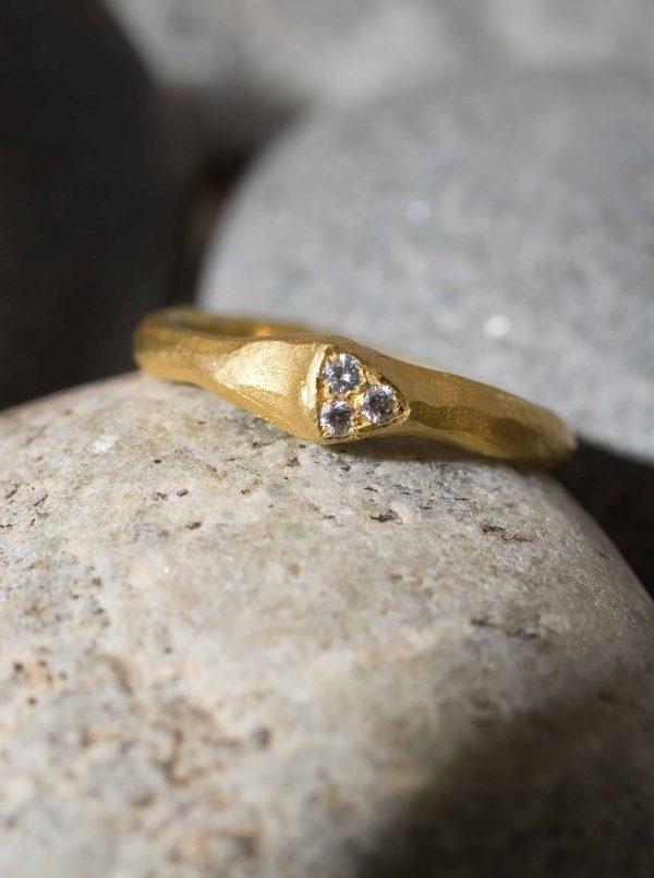 טבעת משולש זהב 22k