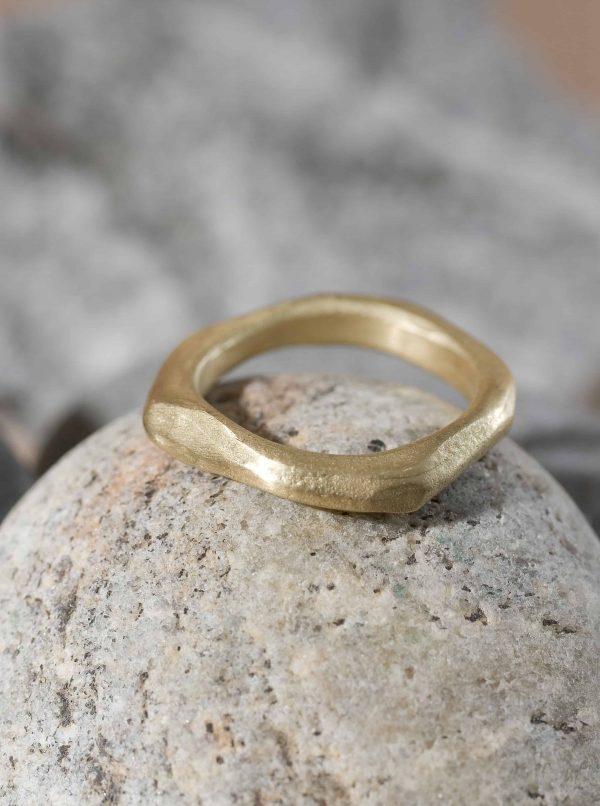 טבעת אמורפית זהב 18k