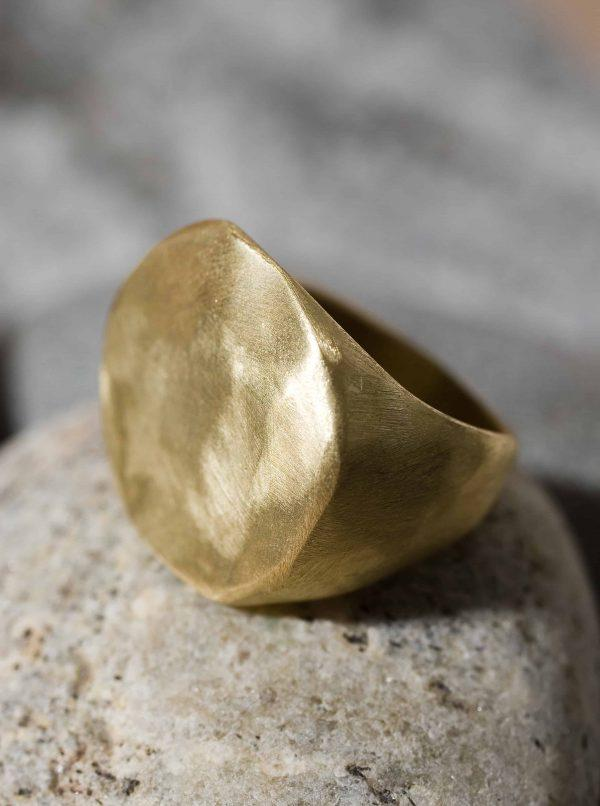 טבעת חותם עגול זהב 18k