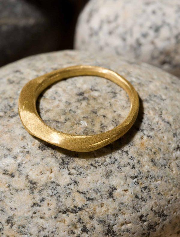טבעת מעויינים זהב 18k