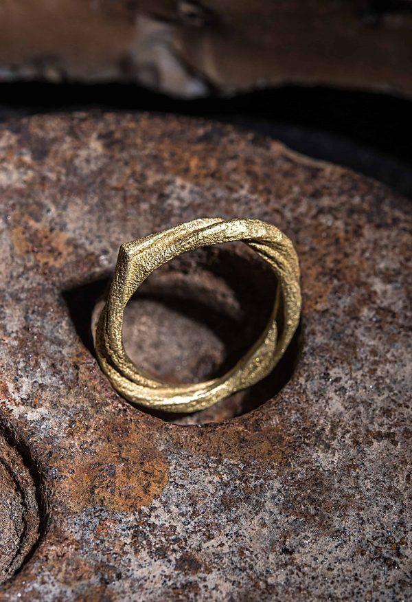 טבעת חוט מלופף זהב 18k