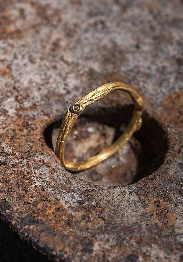 טבעת טקסטורה גולמית זהב 18k