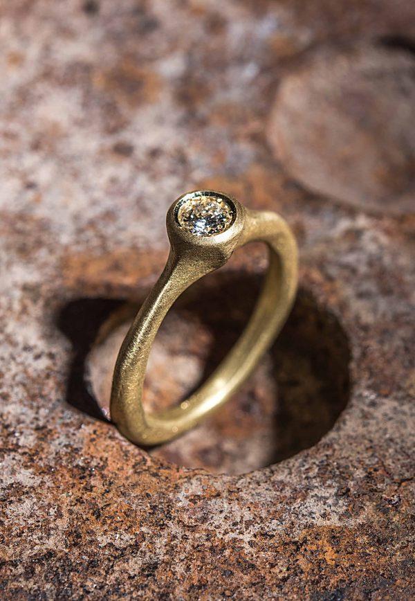 טבעת סוליטר גולמית זהב 18k