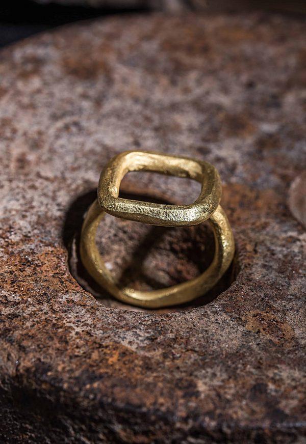 טבעת מלבן חלול זהב 18k