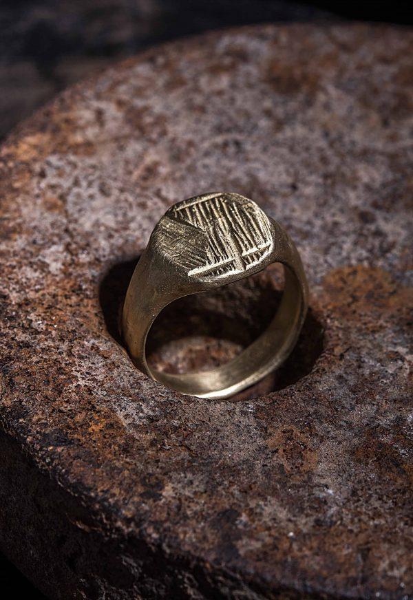 טבעת חותם ריבוע גולמי זהב 14k