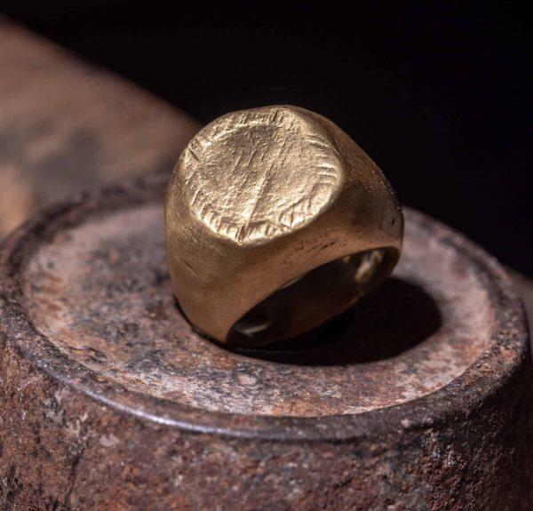 טבעת חותם ענק 18k
