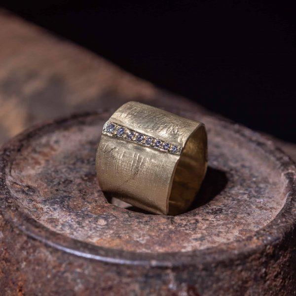 טבעת זהב רחבה 18k