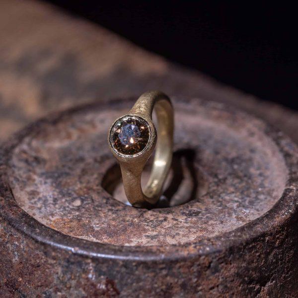 טבעת סוליטר סמוק טופז זהב 18k