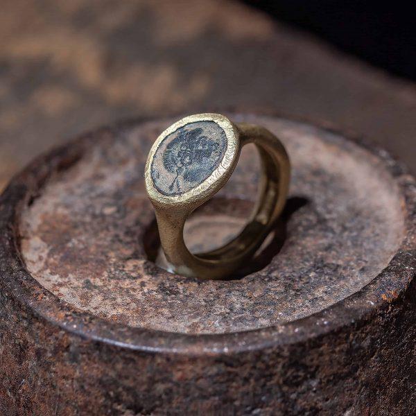 טבעת חותם מטבע עתיק זהב 18k