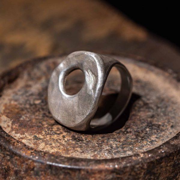 טבעת כסף חותם עגולה עם חלון