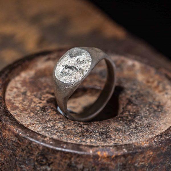 טבעת חותם אוולית גולמית