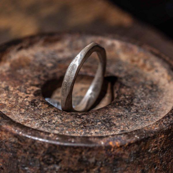 טבעת כסף אמורפית