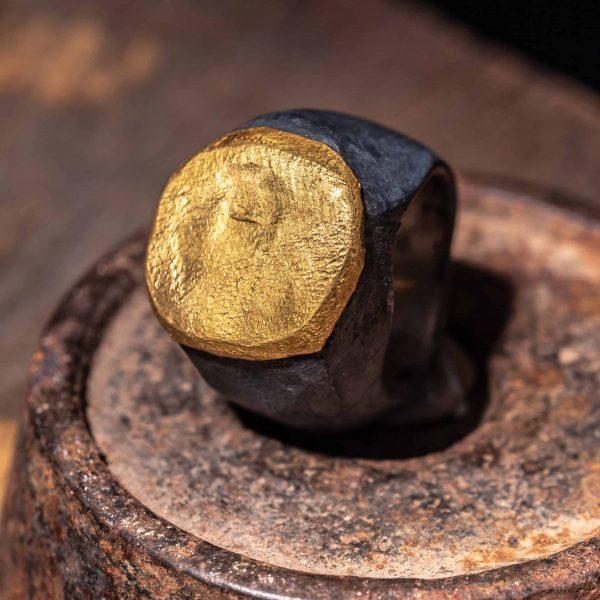 טבעת חותם ענק כסף וזהב 24k